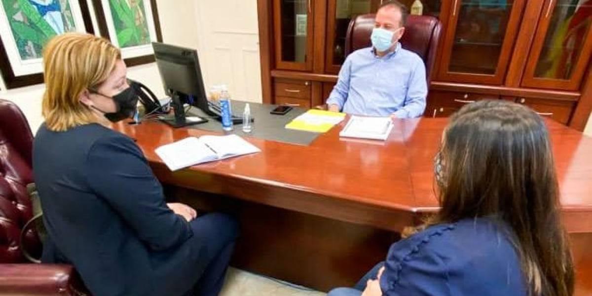 Alcalde de Barranquitas se reúne con nominada a secretaria de Educación