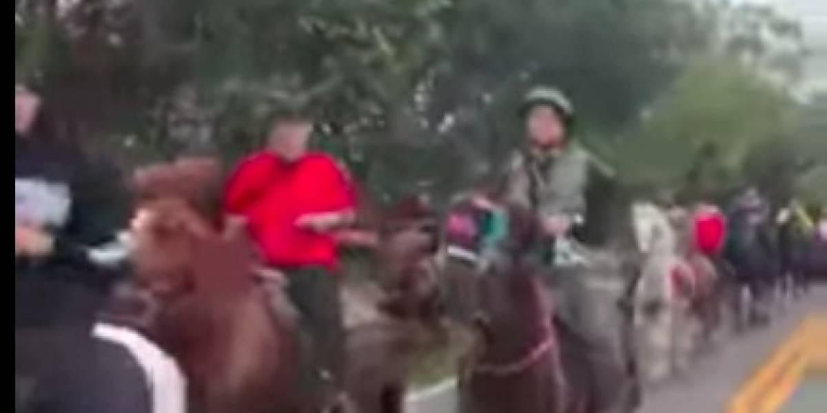 Boricuas hacen tremenda cabalgata navideña en Florida