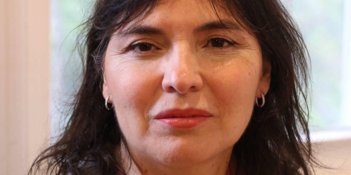 """Alejandra Matus: """"La pandemia evidenció las debilidades del hiperpresidencialismo chileno"""""""