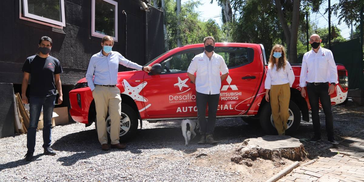 Mitsubishi realiza entrega de una nueva flota de vehículos a Desafío Levantemos Chile