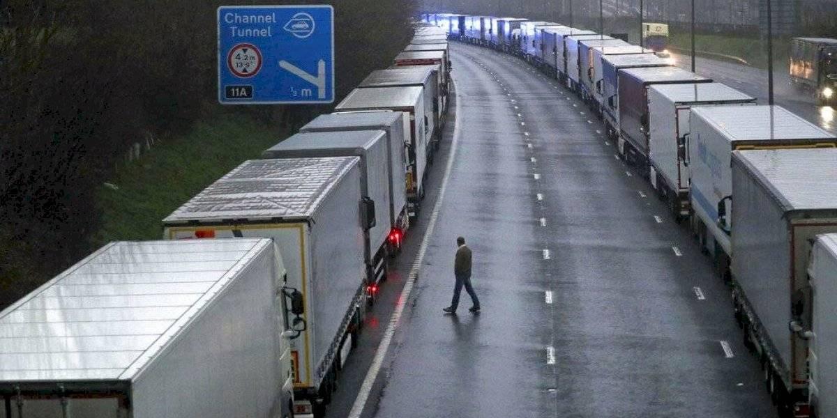 Reino Unido afronta cierres de fronteras por cepa del coronavirus