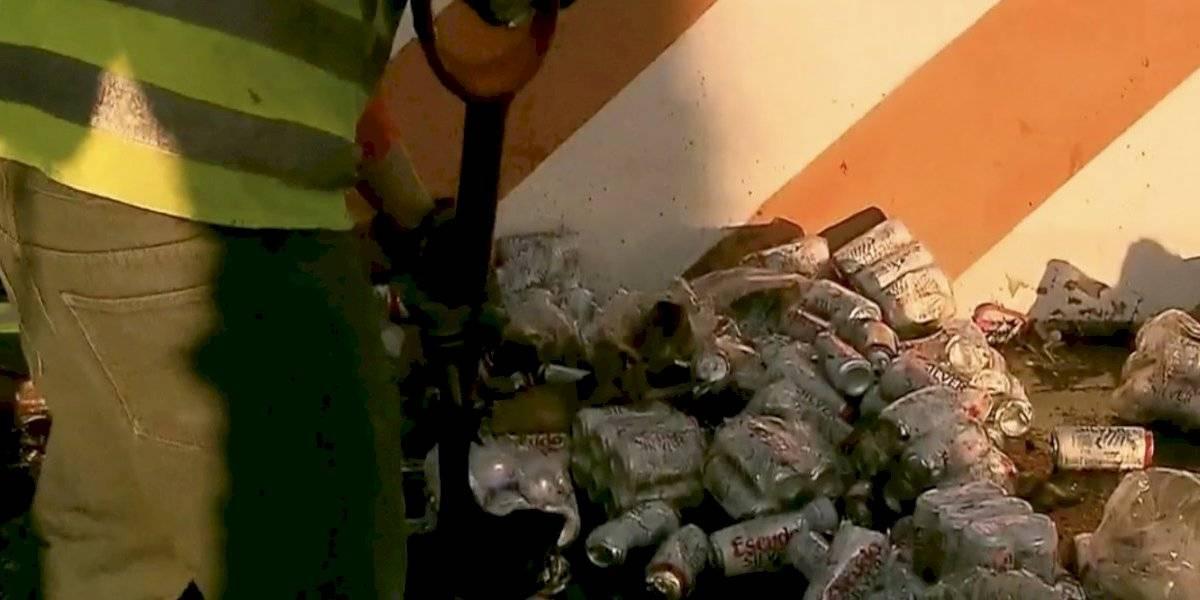 Verdadera tragedia: cervezas quedan tiradas en plena Autopista Vespucio Norte