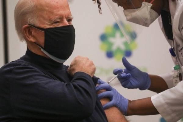 En vivo y en directo: se vacunó contra el coronavirus Joe Biden