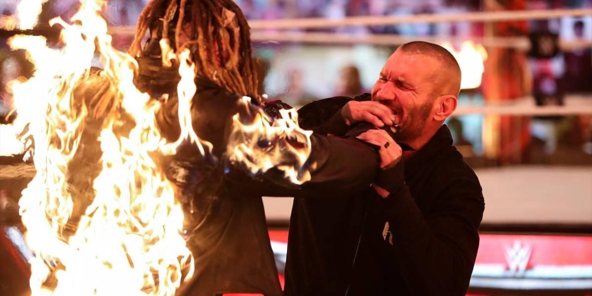 Randy Orton quema vivo a Bray Wyatt y las redes arden