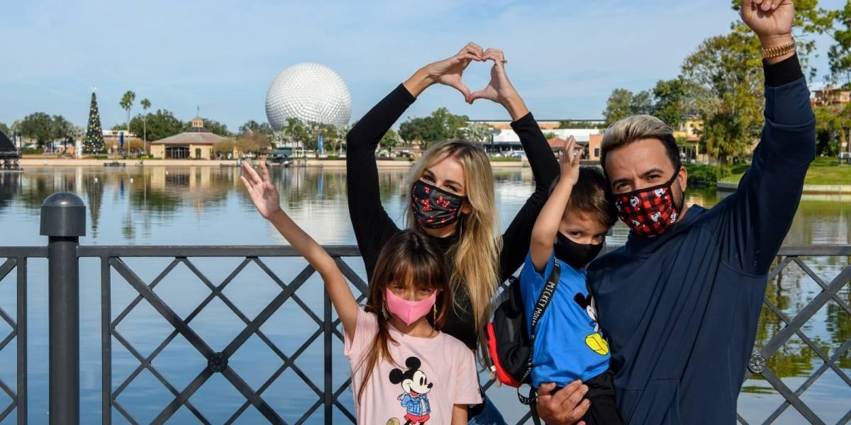 Luis Fonsi y su familia visitan Disney World para dar un vistazo a nueva atracción