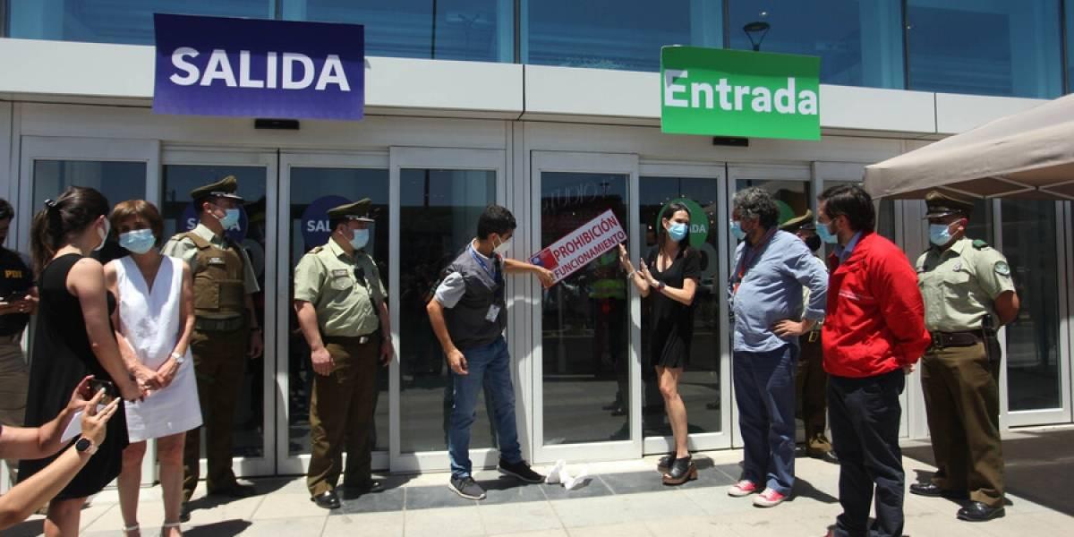 ¿Y el Costanera Center? Aglomeraciones obligan a la Seremi de Salud a cerrar Mallplaza Norte