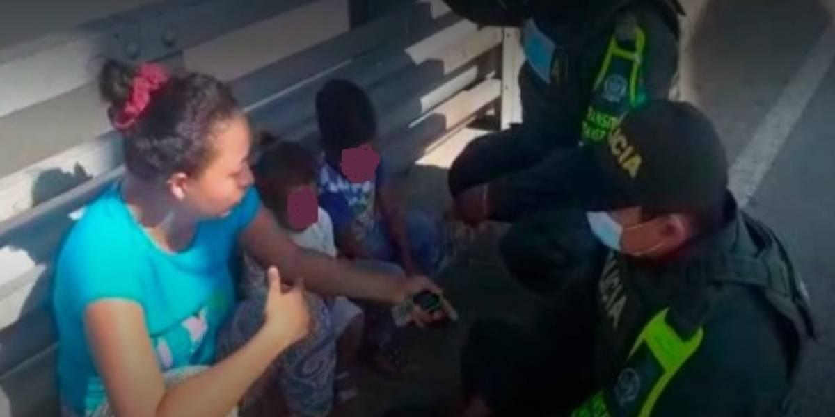 Policías en Colombia rescatan mujer que se quería lanzar de puente con sus dos hijos