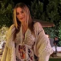 Mamá de Sofía Vergara sorprende con el parecido a su hija bella en top blanco con cristales