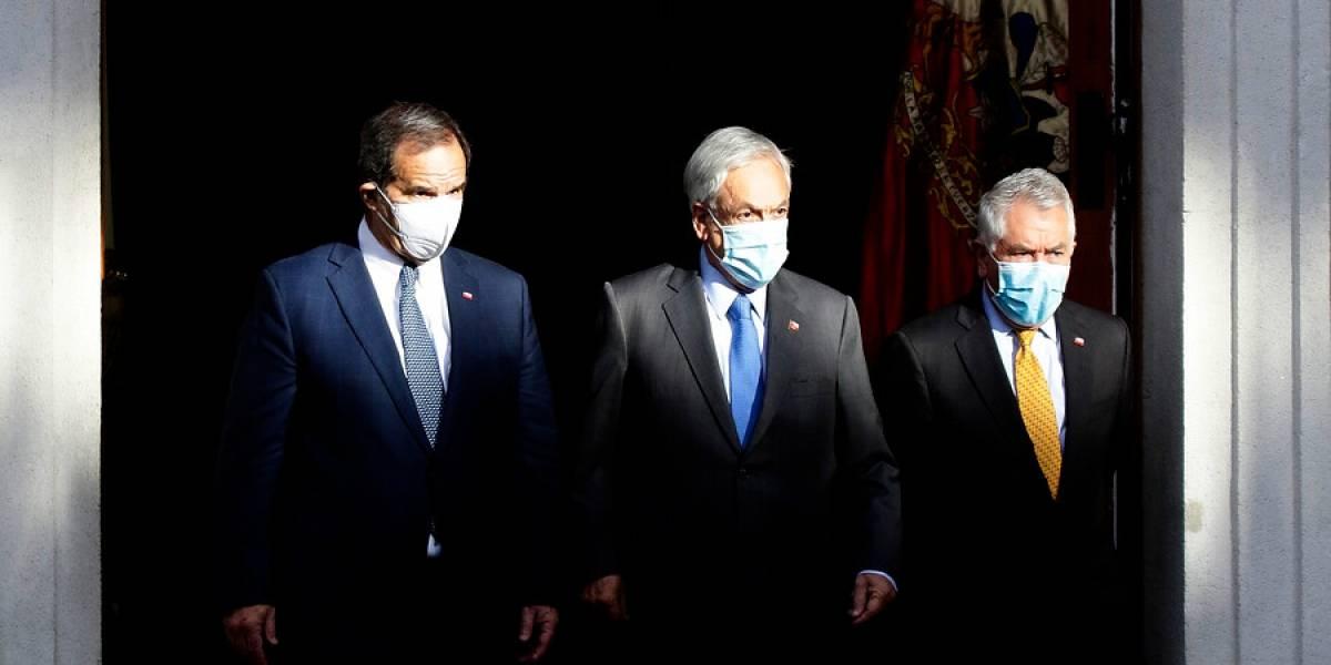 Como el chiste de Bombo Fica: El día en que el ministro Paris anunció 50 mil vacunas, pero terminaron llegando 10 mil