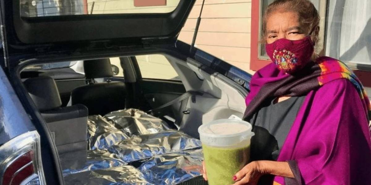 Abuelita en California regaló 800 tamales a personal médico que la curó de COVID