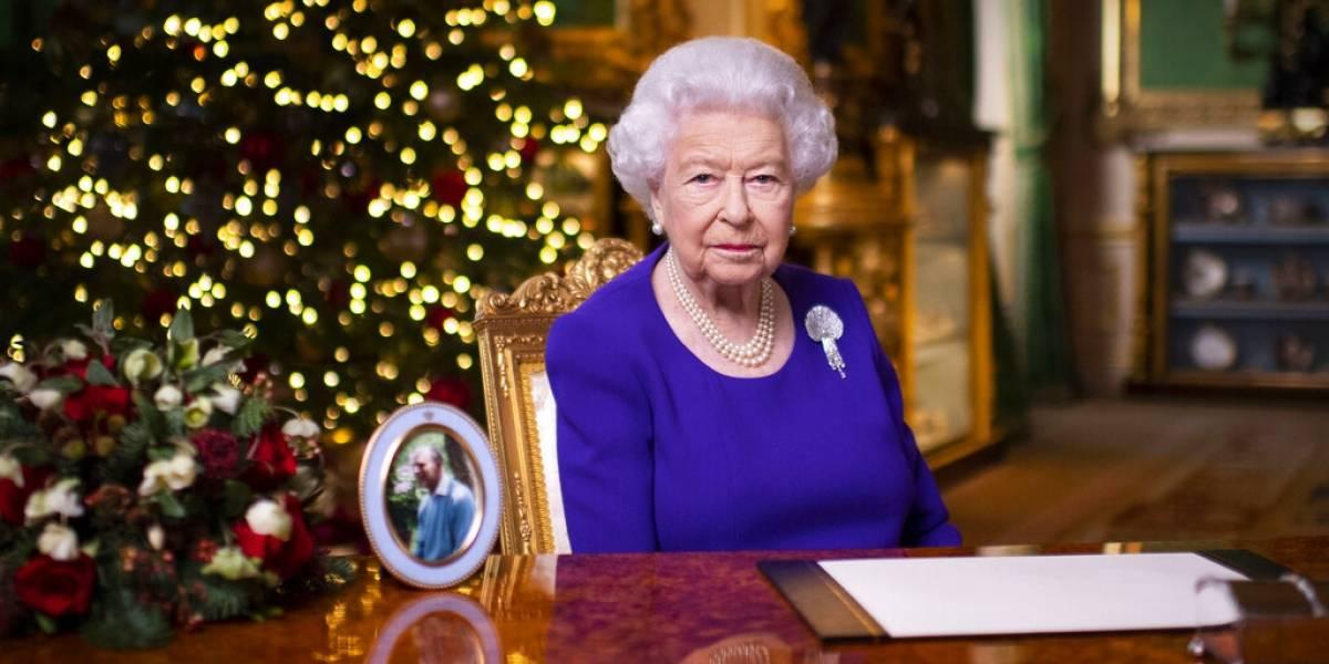 """""""Aún en las noches más oscuras hay esperanza"""": el emotivo mensaje de Navidad de la reina Isabel"""