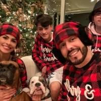 Reguetoneros se disfrutan La Navidad en familia