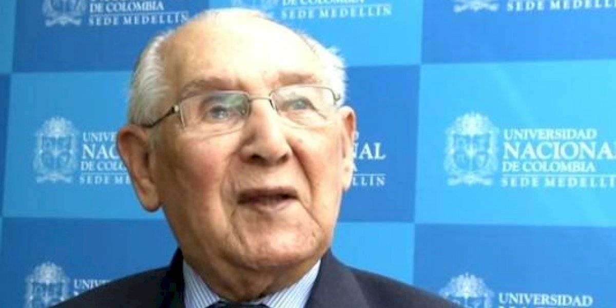 Con 104 años, entregó su tesis doctoral y resolvió un enigma