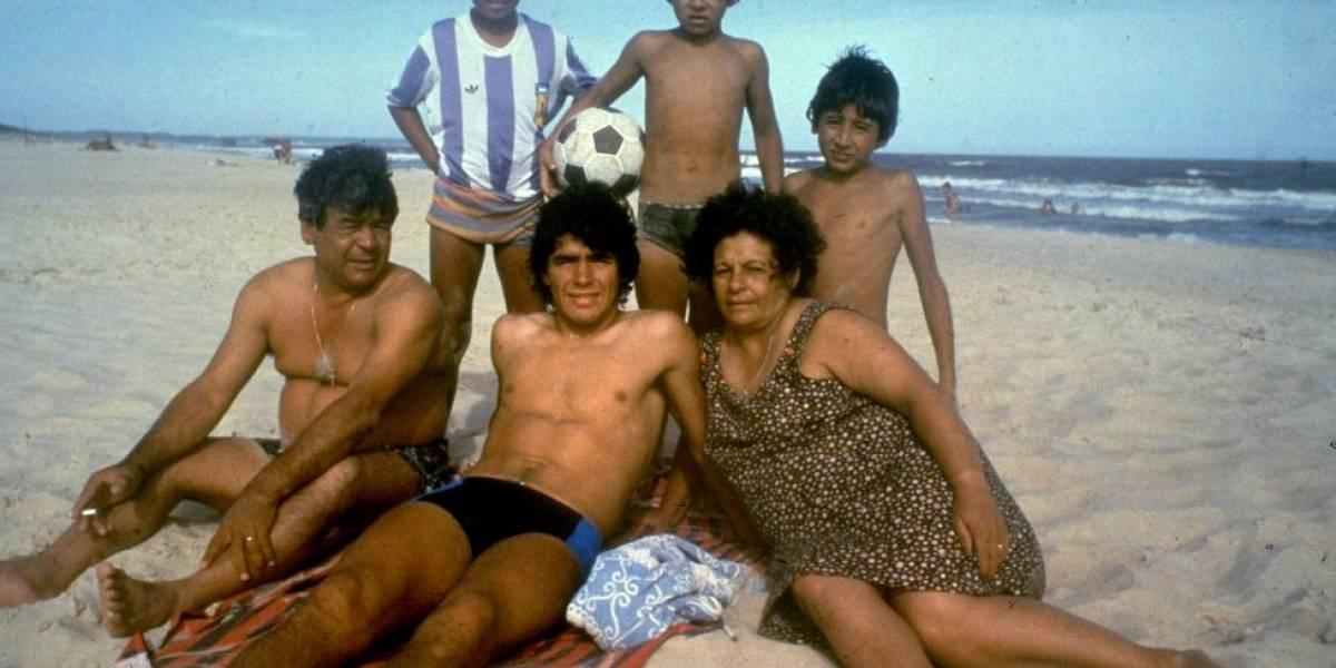 """Maradona no descansa en paz: ahora los médicos se pelean por la """"verdadera razón"""" científica que causó la muerte del ídolo"""