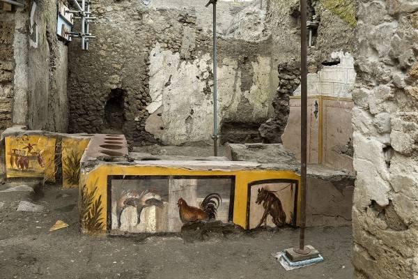 """Increíble hallazgo: descubren un local de """"comida rápida"""" intacto y con restos de alimentos entre las ruinas de Pompeya"""