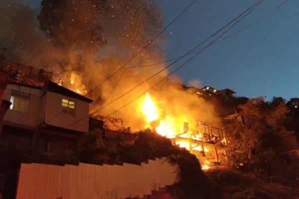 Confirman muerte de niña de 12 años en incendio en cerro Las Cañas de Valparaíso