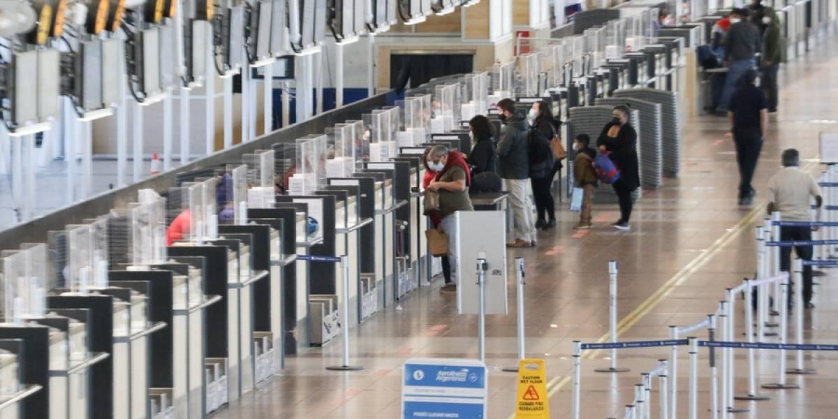 """Colegio Médico ya había pedido el cierre de fronteras debido a la nueva cepa: """"Era algo esperable que llegue a Chile"""""""