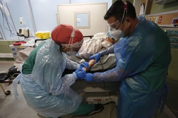 Norte del país en alerta por covid: Hospital de Iquique se suma a Antofagasta y se queda sin camas críticas