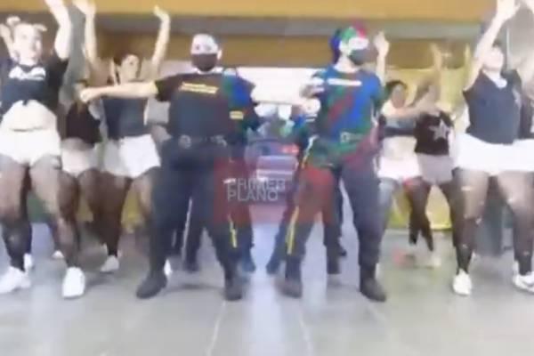 """Reas y guardias graban en cárcel """"Muévelo"""" de Nicky Jam & Daddy Yankee y desatan revuelo en Argentina"""
