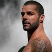 Ricky Martin sorprende con su cambio de look y así reaccionan sus fans