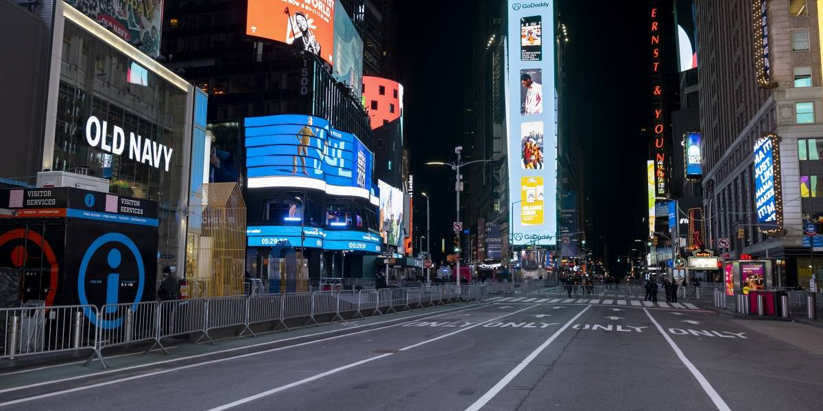 Reina el silencio en Times Square durante despedida del 2020