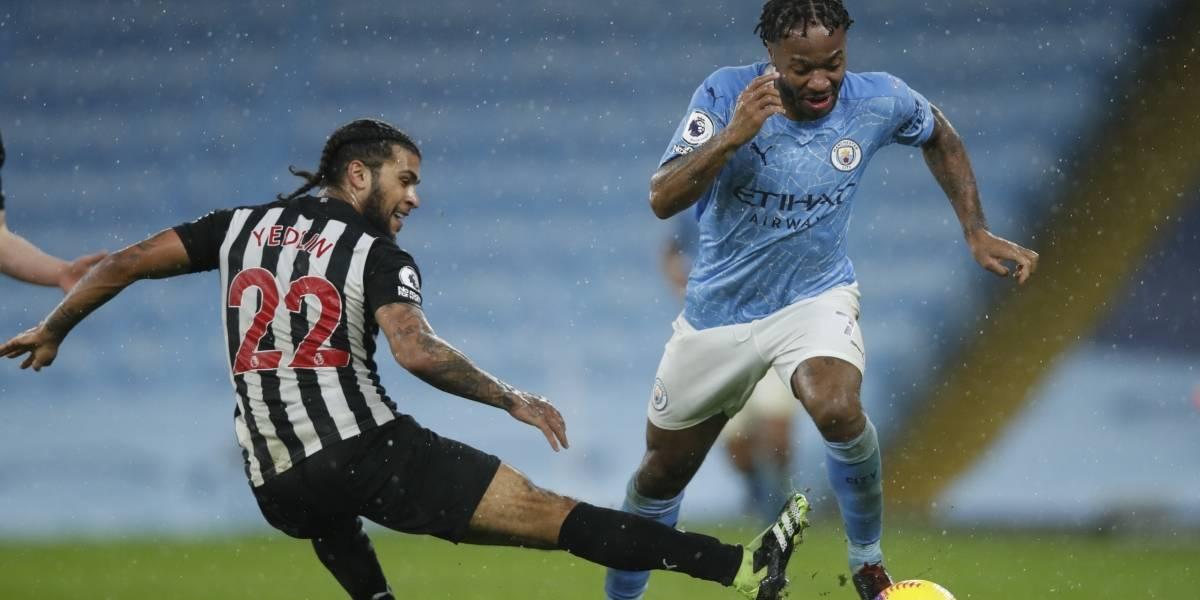 Cinco jugadores de Manchester son aislados tras dar positivo a COVID