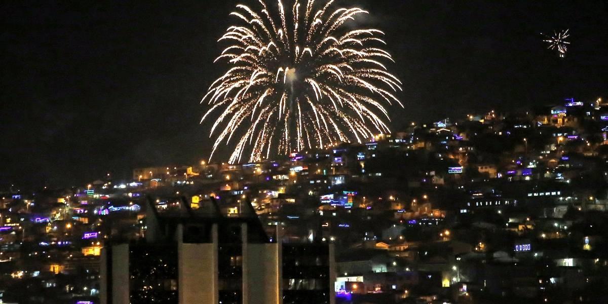 Valparaíso le dio la bienvenida al 2021 con show pirotécnico desde los cerros