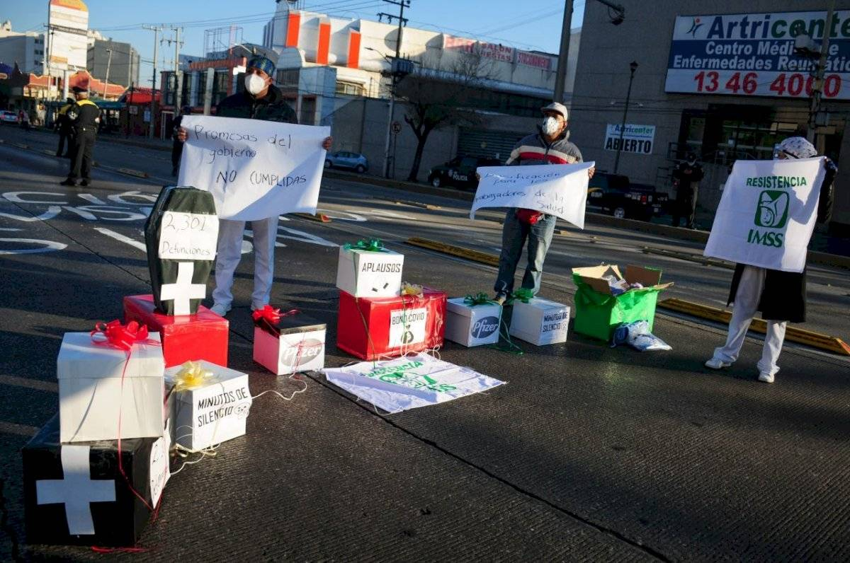 Manifestación afuera del Centro Médico Nacional de La Raza