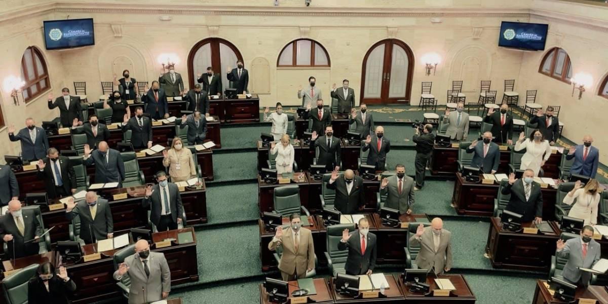 Juramentan los legisladores electos