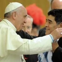El papa Francisco dice que Maradona era un poeta en el campo pero un hombre frágil