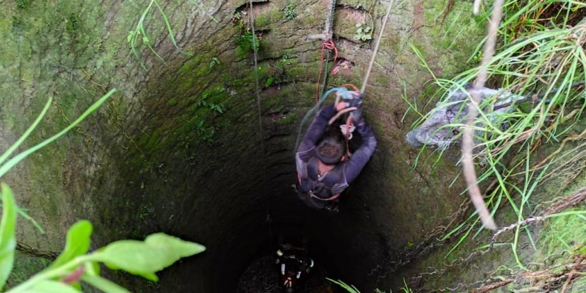 Rescatan a ciudadano que cayó en un pozo séptico en Yaruquí