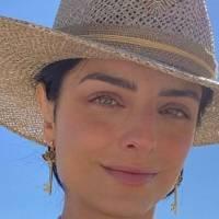 ¿Hawái de vacaciones?: Aislinn Dérbez y su supuesto nuevo novio están en la playa