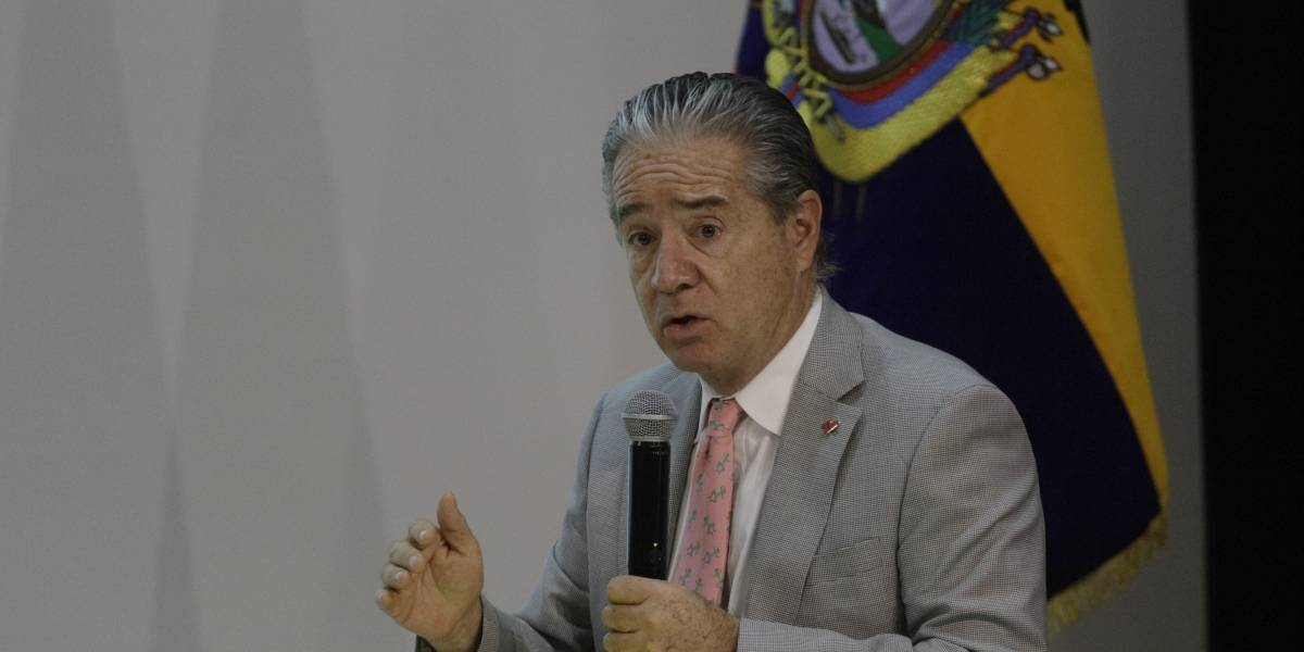 Ministro de Salud critica que candidato haya ofrecido vacunas contra el covid-19 en su campaña