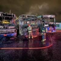 Tres buses se incendiaron durante la madrugada del martes al sur de Quito