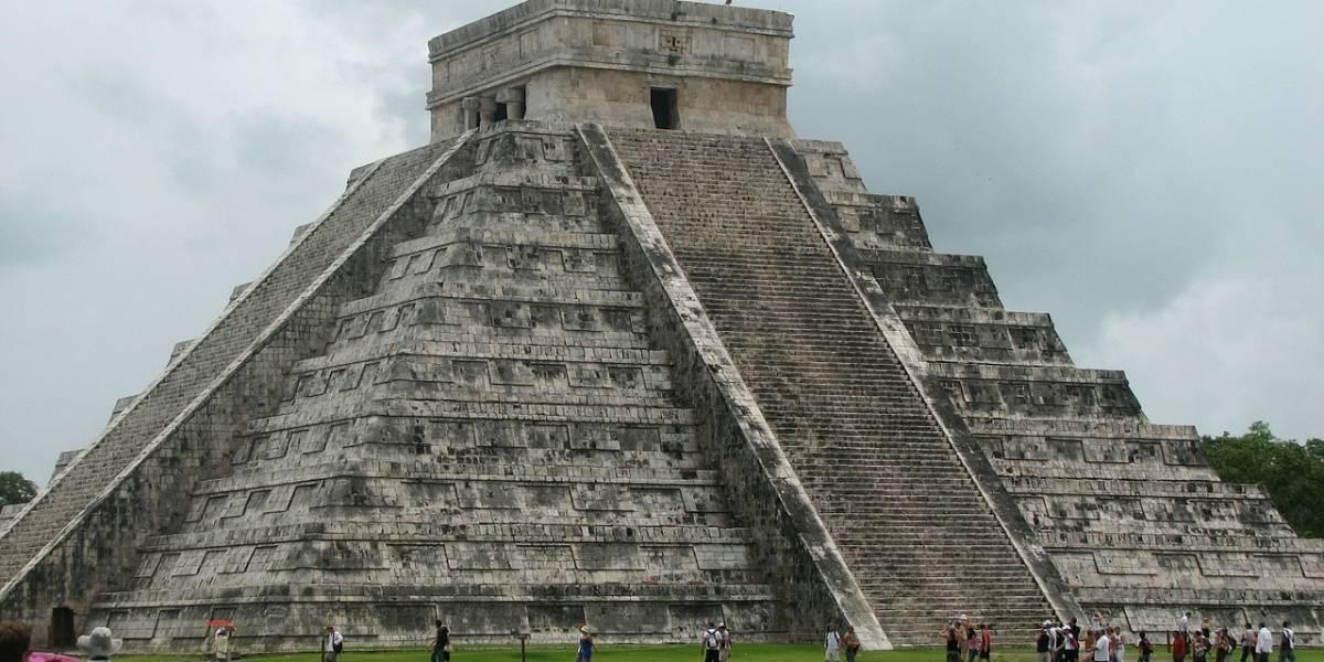 Video: Mujer subió sin permiso a la pirámide de Chichén Itzá y la detuvieron después