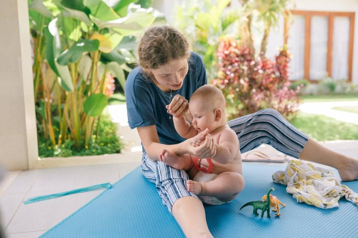 el pañal debe permitirle al bebé moverse con tranquilidad y resguardar la orina y heces.