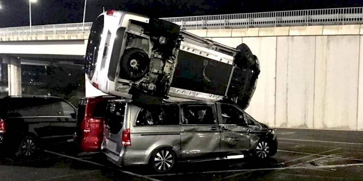 Empleado de Mercedes-Benz es despedido; destruye 50 camionetas