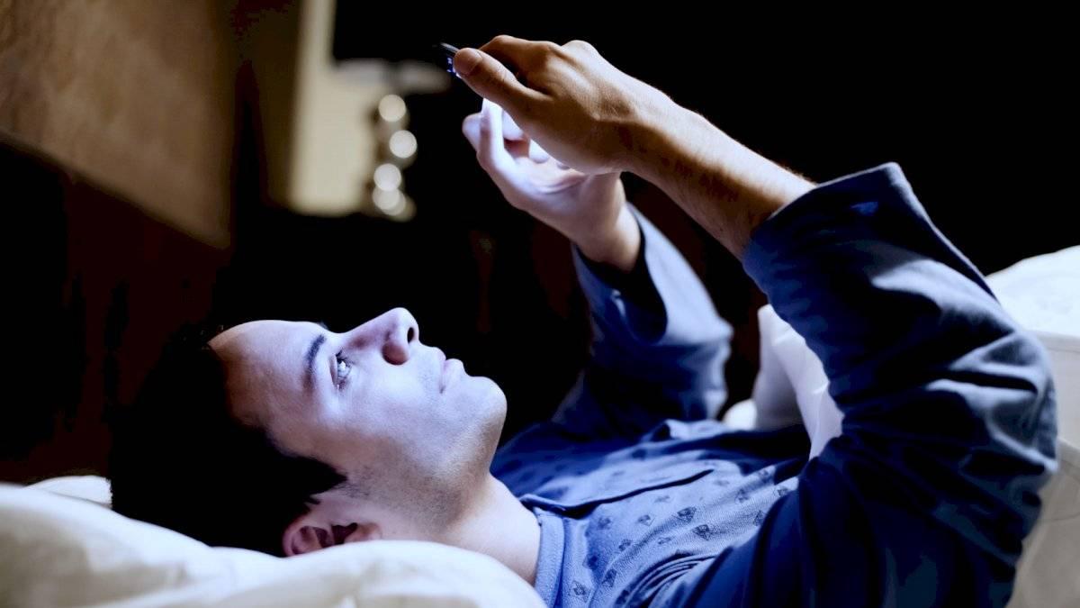 Llevarse el teléfono a la cama es lo más común.