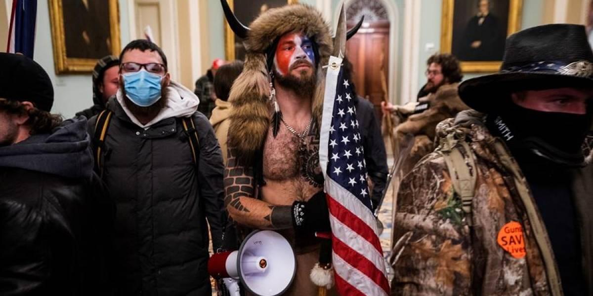 """Trump a terroristas que se tomaron el Capitolio: """"ustedes son muy especiales, vayan a casa"""""""