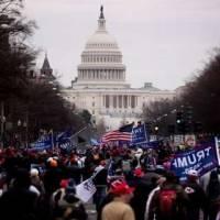 Al congreso de EEUU ingresaron a la fuerza los seguidores de Trump