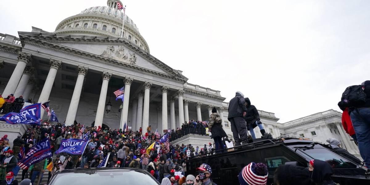 Legisladores investigarán a la policía tras irrupción al Capitolio federal