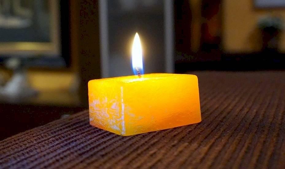 Las velas aromáticas resultan perfectas para las salas por sus fragancias cálidas y armoniosas.