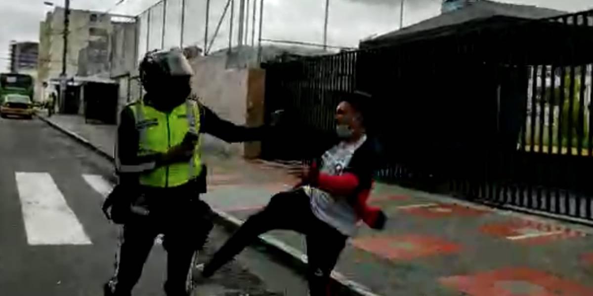 Taxista que agredió a un agente de tránsito en Quito fue  aprehendido; AMT se pronuncia ante el video