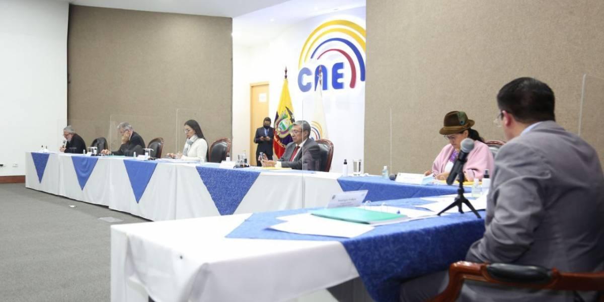 Destitución para cuatro Consejeros del CNE