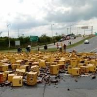 Jabas de cervezas cayeron en la avenida Interoceánica tras siniestro de tránsito