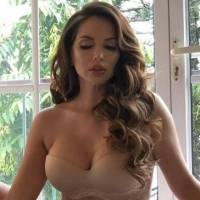 Critican el peso de Erika Vélez, jueza de MasterChef Ecuador, por una foto en bikini