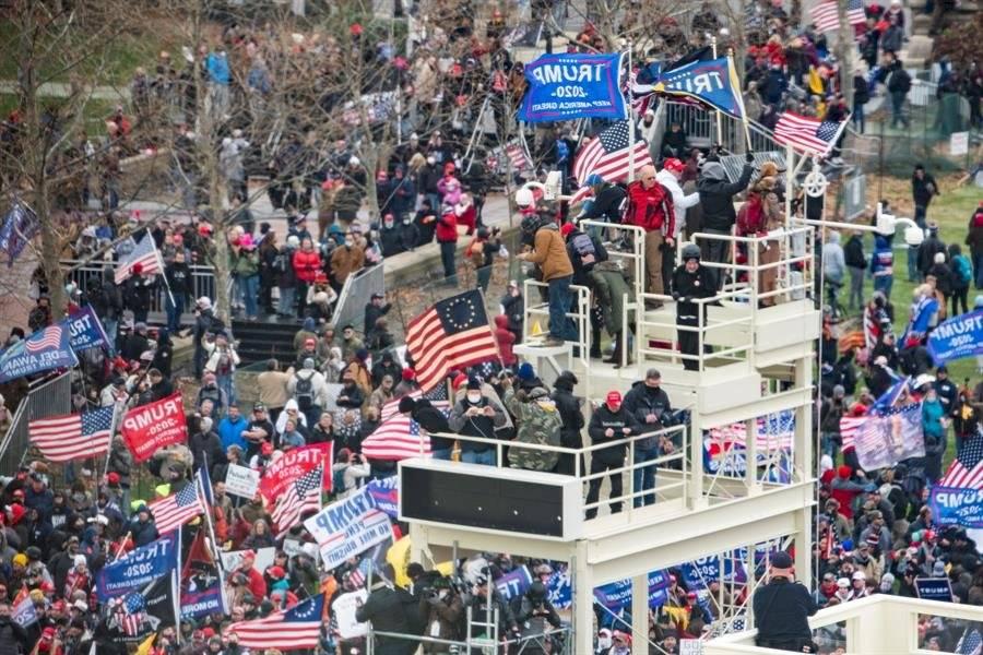 Capitolio es atacado por simpatizantes de Trump-EFE