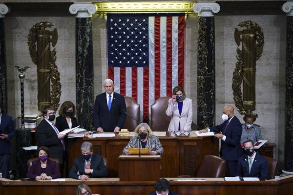 """Congreso de EEUU certifica triunfo de Joe Biden tras asalto al Capitolio y Trump promete una """"transición ordenada"""""""