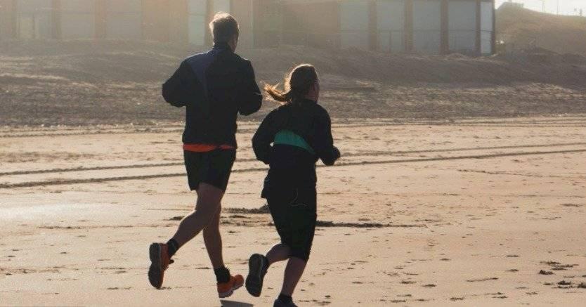 El ejercicio en la mediana edad previene daños cerebrales.