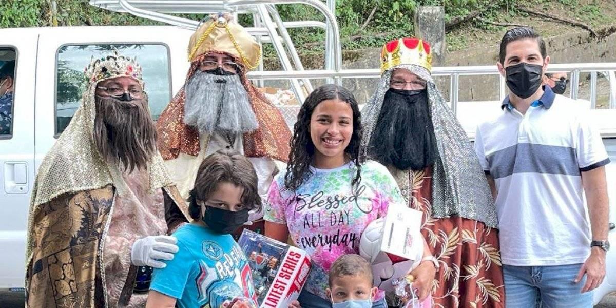 Reyes Magos llevan regalos a cerca de 100 familias en San Germán